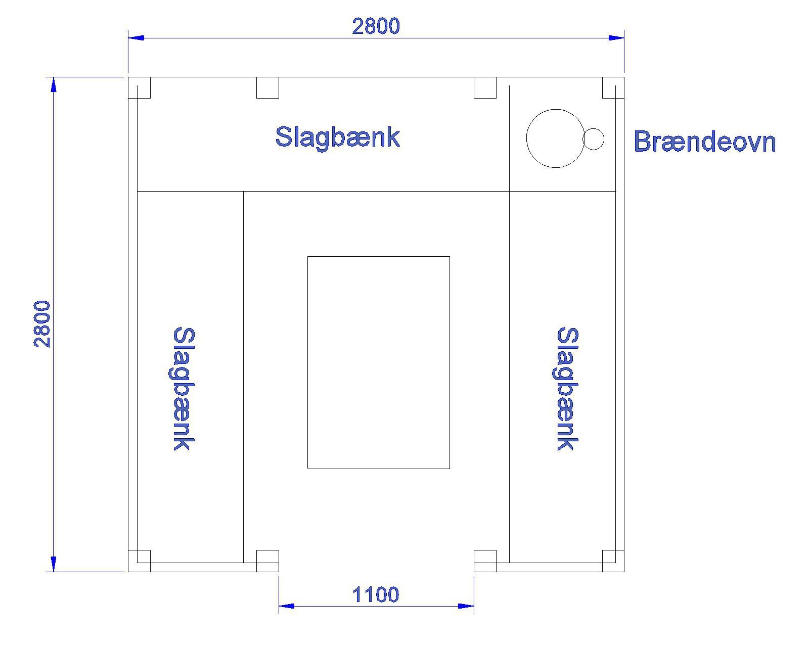 Langs shelterets vægge er indbygget tre brikse og en brændeovn i hjørnet. Illustration: Mikkel Johansen