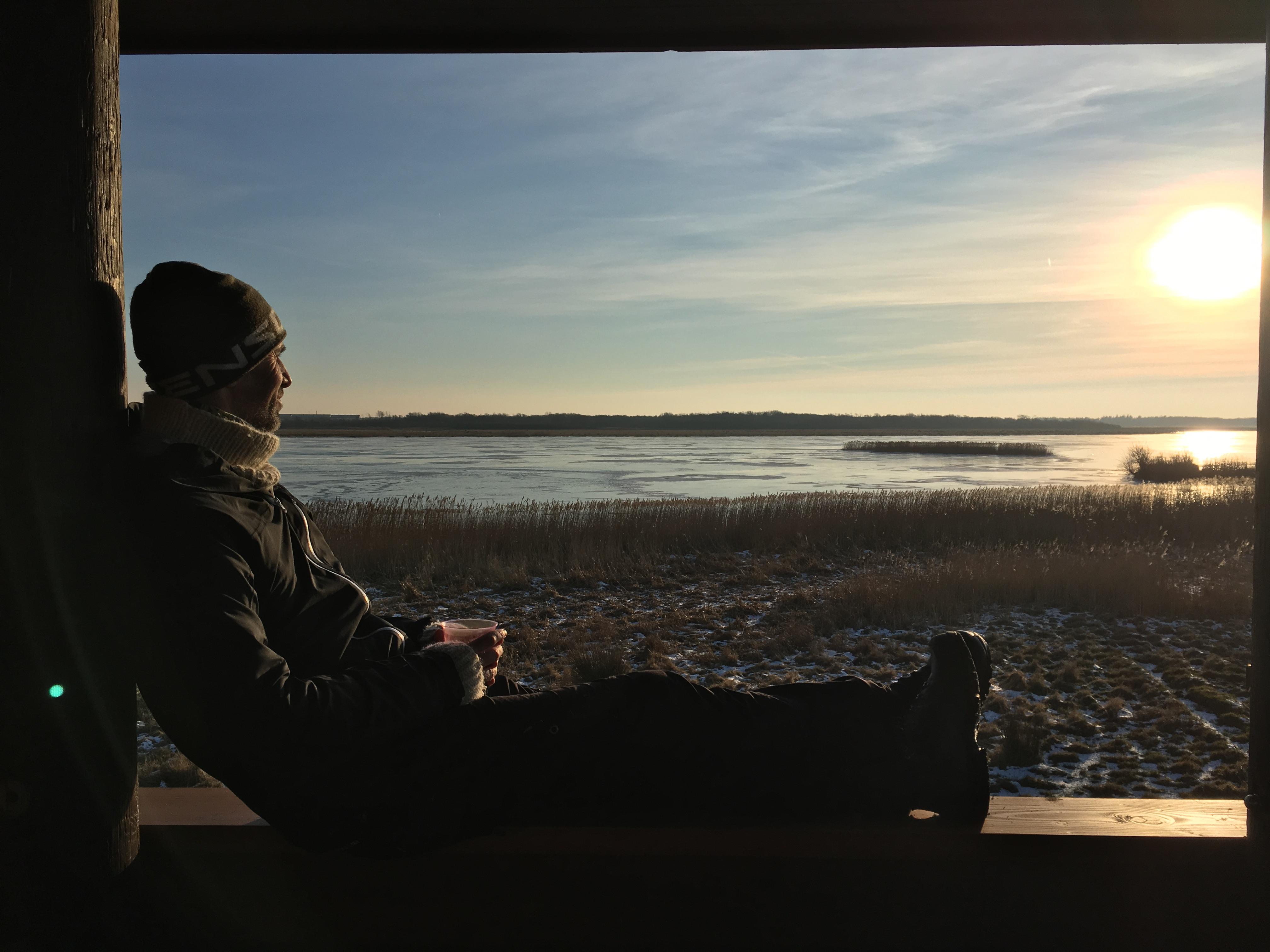 Fugletårnet ved Vilsted Sø inviterer til en pause med udsigt over landskabet.